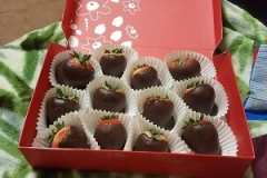 3075-12-chocolates-strawberry-usa-delivered