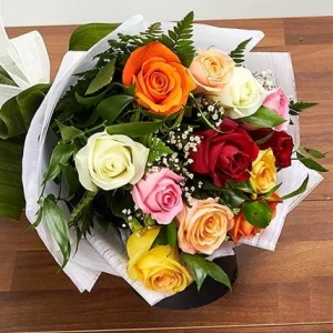 12-mixed-color-roses--roses-bouquet-birthday-anniversary-flowers-karachi-lahore-islamabad-to-riyadh-saudi-arabia