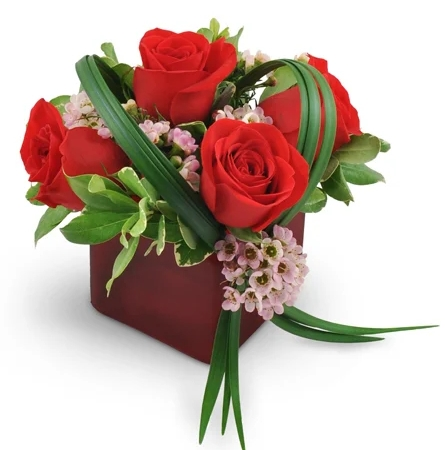 He-Loves-Me 4-red-roses-Flowers to Toronto, Mississauga, Ontario, Alberta, Calgary, Hamilton, Ottawa, Montreal, Winnipeg allover Canada from Karachi, Lahore, Islamabad Pakistan