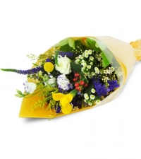florists-choice-small-wrapped-bouquet-Flowers to Toronto, Mississauga, Ontario, Alberta, Calgary, Hamilton, Ottawa, Montreal, Winnipeg allover Canada from Karachi, Lahore, Islamabad Pakistan